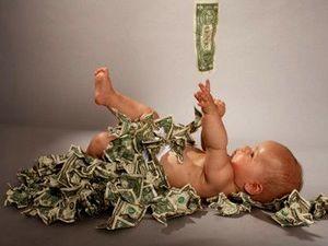 Женщина получает социальные выплаты по беременности и родам, как правило, по последнему месту трудовой деятельности