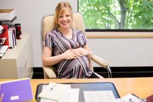 Современным российским законодательством предусмотрено предоставление будущим мамам оплачиваемого отпуска, связанного с беременностью и родами