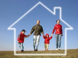 Любой человек, который по закону имеет право получить семейный капитал, в первую очередь, должен обратиться в органы Пенсионного Фонда
