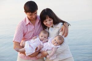 Использовать материнский капитал можно с целью накопления части пенсии матери двойни