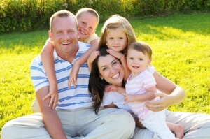 Многодетная семья имеет ряд преимуществ и льгот от государства, включая пользование общественным транспортом.
