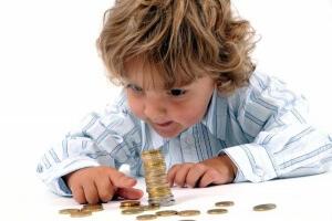 Размер денежного пособия составляет 40% от заработной платы матери