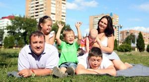 Какая соц помощь положена многодетным семьям