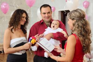 Ребенка регистрируют в ЗАГСе по месту рождения