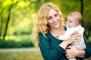 Матерям одиночкам полагается налоговый вычет