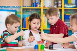 Дети с отклонениями идут в специализированные садики