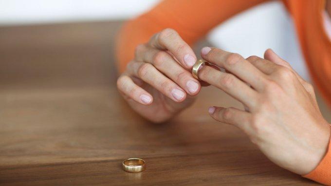 Алименты на содержание жены до 3 лет: условия