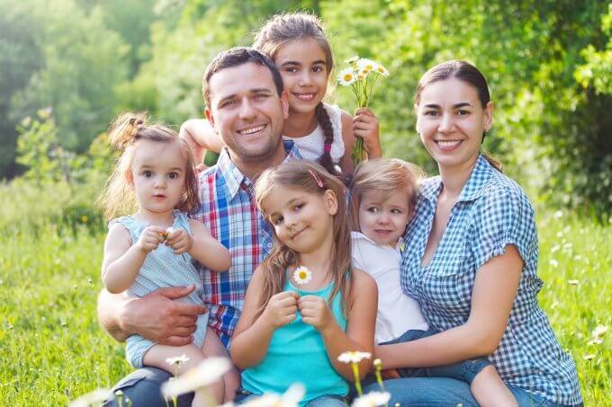 Кому положена адресная помощь: многодетные семьи