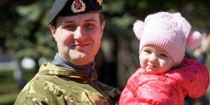 Выплаты военнослужащим при рождении ребенка и их оформление