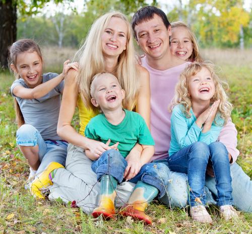 Что полагается многодетным семьям: основные льготы и, как их оформить