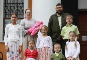 Семья считается многодетной в том случае, если в ней есть трое или более детей, возраст которых младше 18 лет