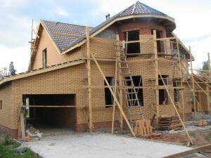 Материнский капитал можно использовать не только для покупка, но и для постройки дома.