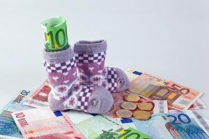 Пособие на ребенка - своего рода замена зарплаты матери