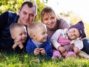 Многодетным семьям положено большое количество разнообразных выплат