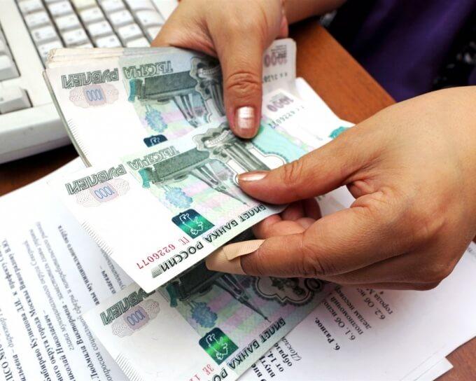 Кто выплачивает ежемесячные декретные работодатель или государство