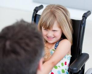 Семьи с детьми с двигательными проблемами имеют право получить специальный автомобиль