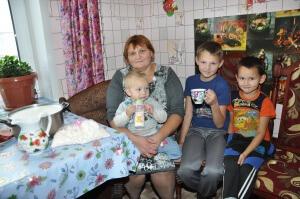 Малоимущие семьи получают жилищные, налоговые, образовательные и другие льготы