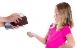 Если родители не могут договориться, алименты назначает суд