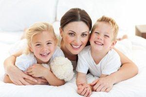 Мать одиночка получает ряд финансовых выплат
