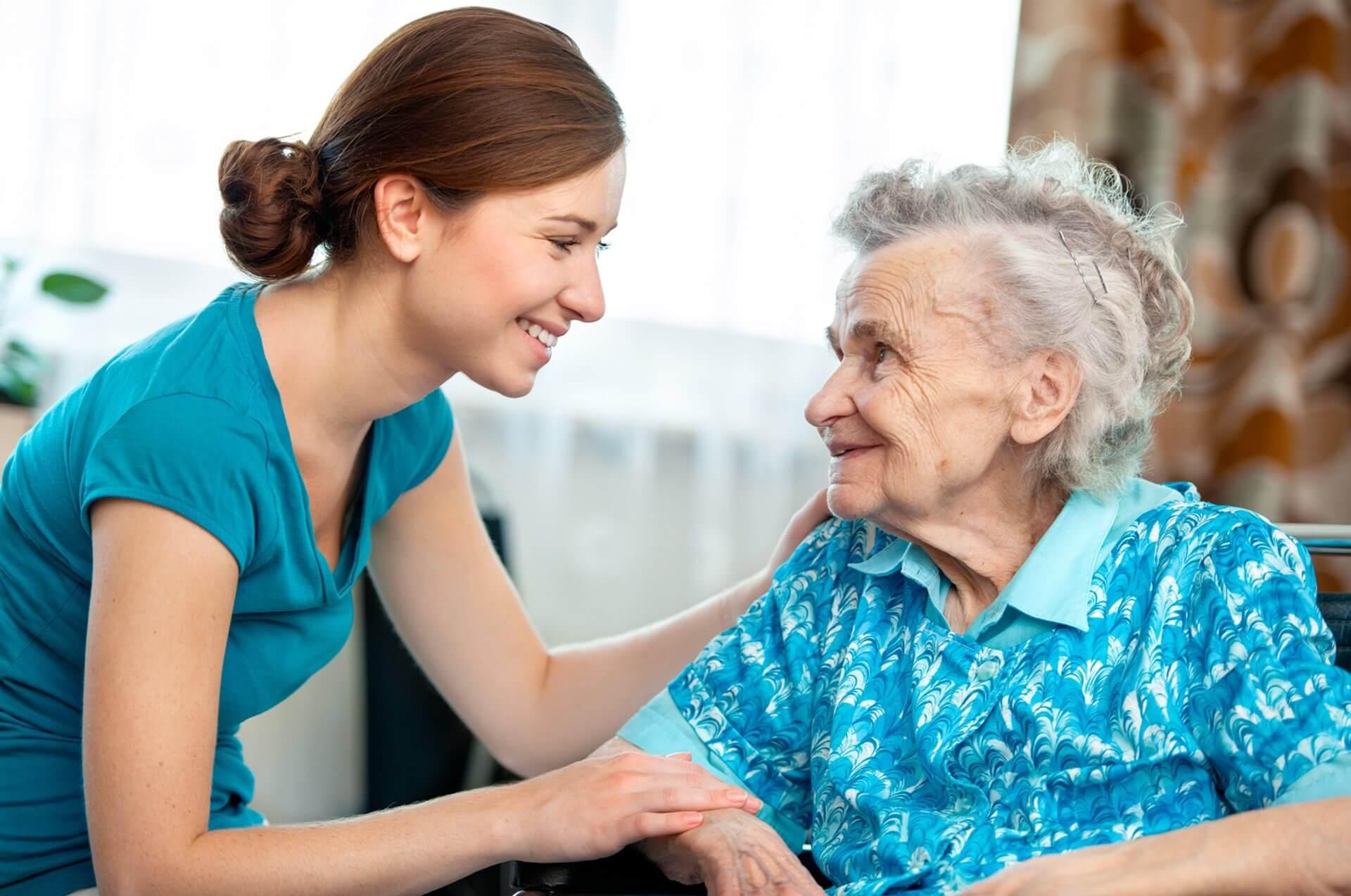 Кому полается пособие по уходу за престарелыми людьми