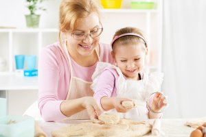 Материальные выплаты для бабушки ничем не отличаются от предназначенных для матери