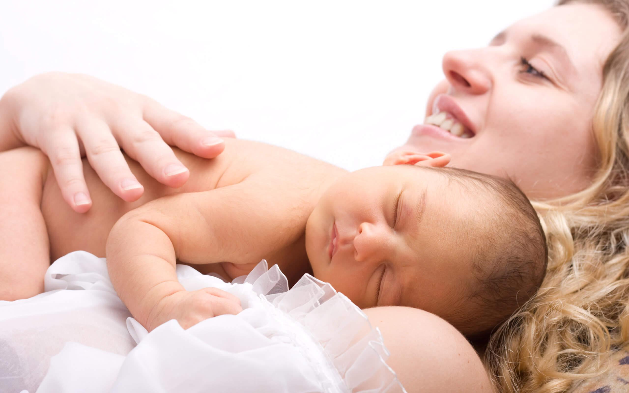 Как осуществляются выплаты при рождении ребенка на работе