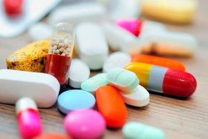 Полный перечень лекарств можно узнать у главврача или в регистратуре