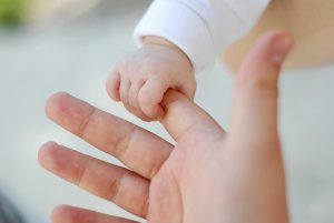 Выплаты при усыновлении ребенка