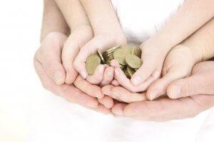 Югорский семейный капитал могут получить семьи с тремя детьми