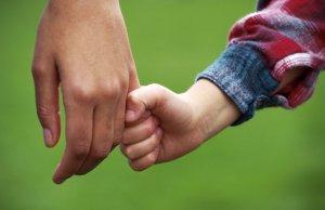 Оспаривать решение суда или установленную родственную связь