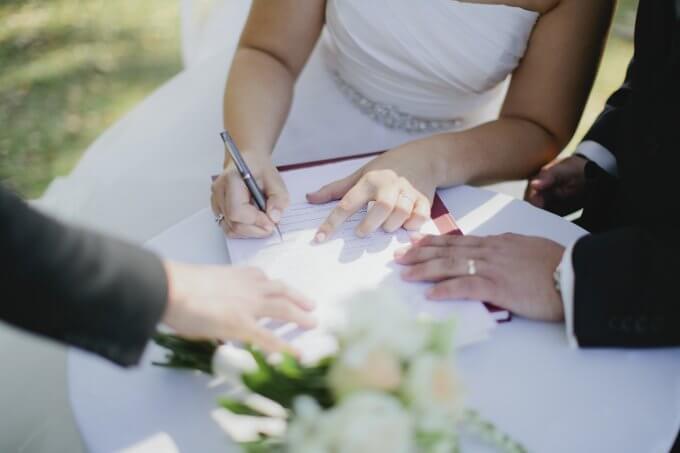 Алименты прекращаются досрочно при вступлении ребенка в брак до 18 лет